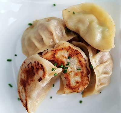 Handgjorda dumplings i olika smaker