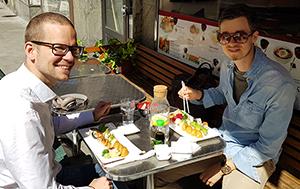 Lunchmeny på Saya Sushis uteservering