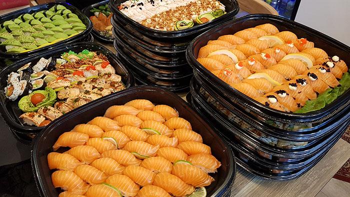 Exempel på vår sushimeny. Mixad sushi.
