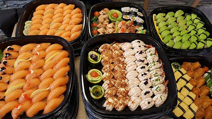 Sushi i engångsformar