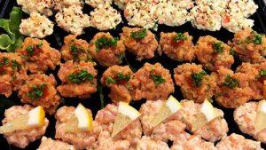 Krabbröra, laxröra och tonfiskröra. Tuna, salmon and crab mix.