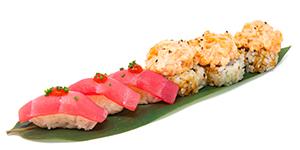 Sayas sushi med laxröra. With salmon mix.